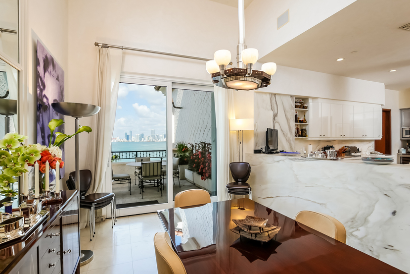 4952 Fisher Island Dr